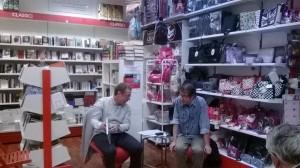 Roberto Baldazzini risponde al moderatore Davide Adacher. libreria Mondadori di L'Aquila