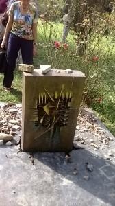 La tomba di Giorgio Bassani. Lato B