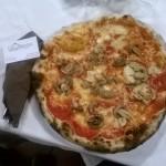 La pizza con i funghi