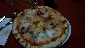Pizza del contadino, con gorgonzola, radicchio e speck