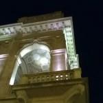Particolare del palazzo novecentesco della cassa di Risparmio