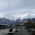 I monti sullo sfondo e parte del santuario moderno