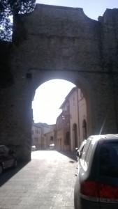 Porta Flaminia: una cesura fra il mondo contemporaneo e il Medioevo.