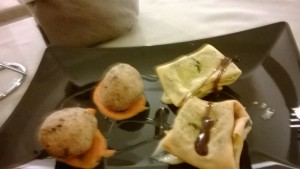 Polpettine di radicchio con crema di peperone e fagottino di cavolfiore