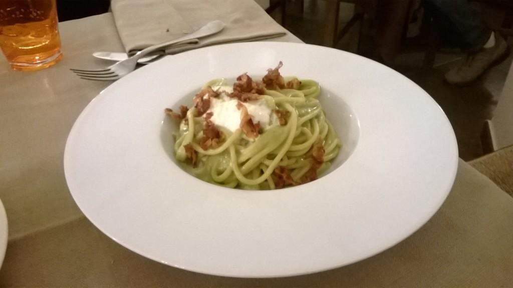 Spaghetti con broccoli, guanciale e burrata