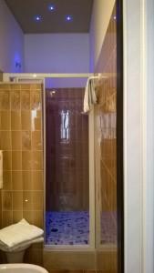 La doccia a due piazze con cromoterapia