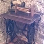 Una macchina per cucire datata 1850