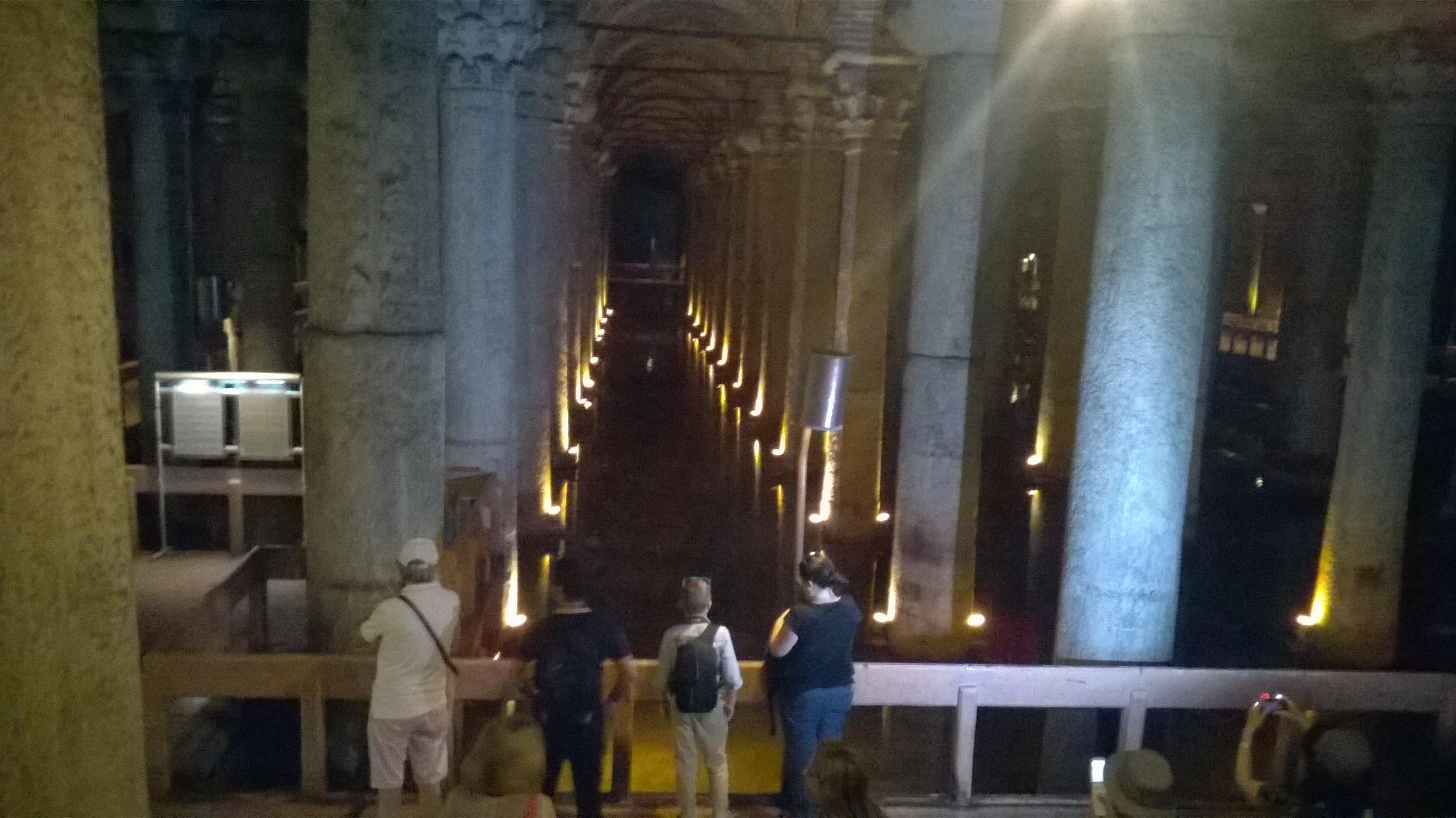 La basilica cisterna di istanbul for Lo espejo 0847 la cisterna