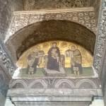 Il mosaico posto di fronte al Portone Splendido