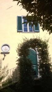 La facciata della casa di Pascoli a Castelvecchio di Barga