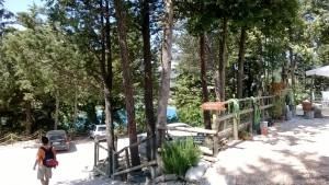 Il parcheggio dell'agriturismo Colle sul Lago