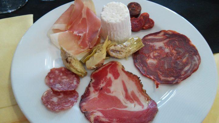 Antipasto tipico al ristorante In Villa a Palmoli