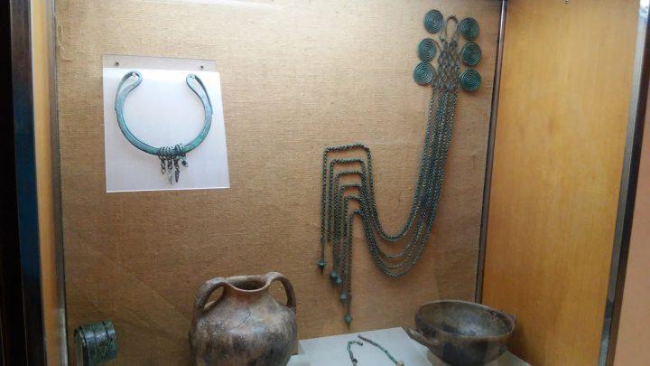 Chatelaine e collare esposti nel Museo Sannitico di Alfedena