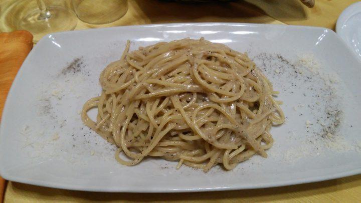 Gli spaghettoni del ristorante Cacio e pepe da Massari