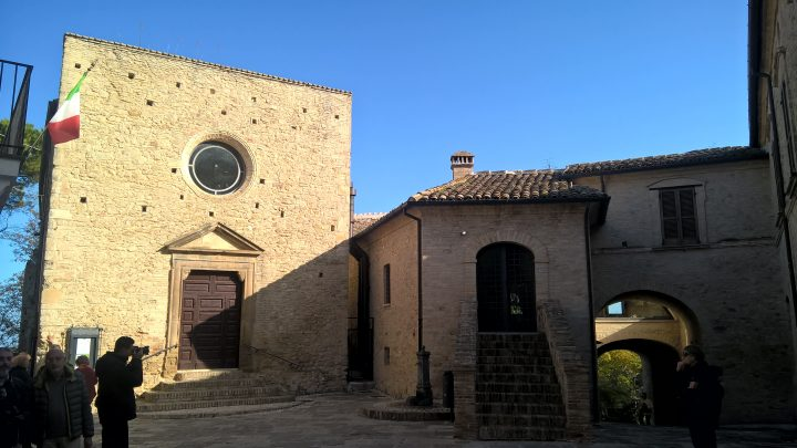 Santa Maria da Piedi e Palazzo Monaco a Crecchio