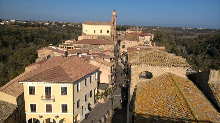 Il corso di Crecchio visto dalla torre del palazzo ducale