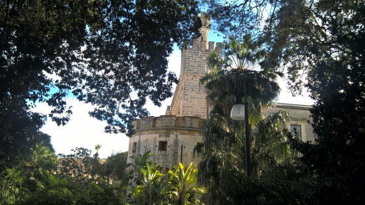 I Castello Acquaviva visto dalla villa comunale di Nardò