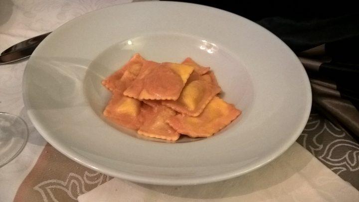 Ravioli di cervia in salsa di gamberi al ristorante Le caravelle di Gallipoli