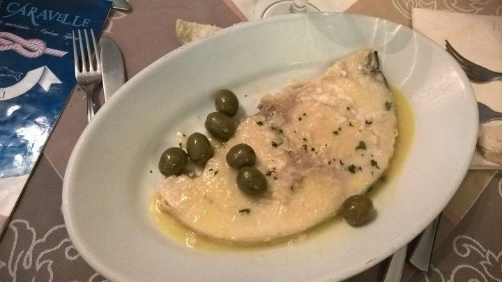 Il pescespada alla mugnaia del ristorante Le Caravelle di Gallipoli