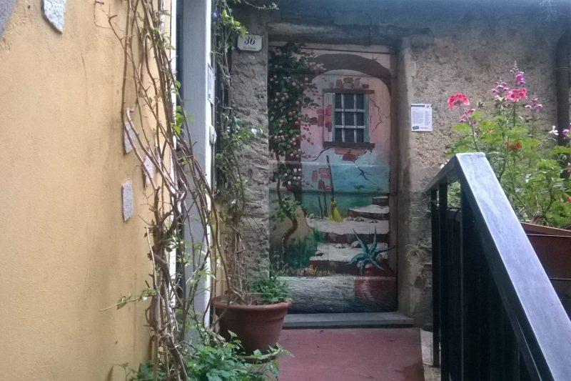 Valloria (IM), il paese delle porte dipinte