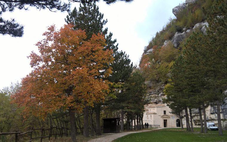 La Valle e l'Eremo di Santo Spirito a Roccamorice (PE)