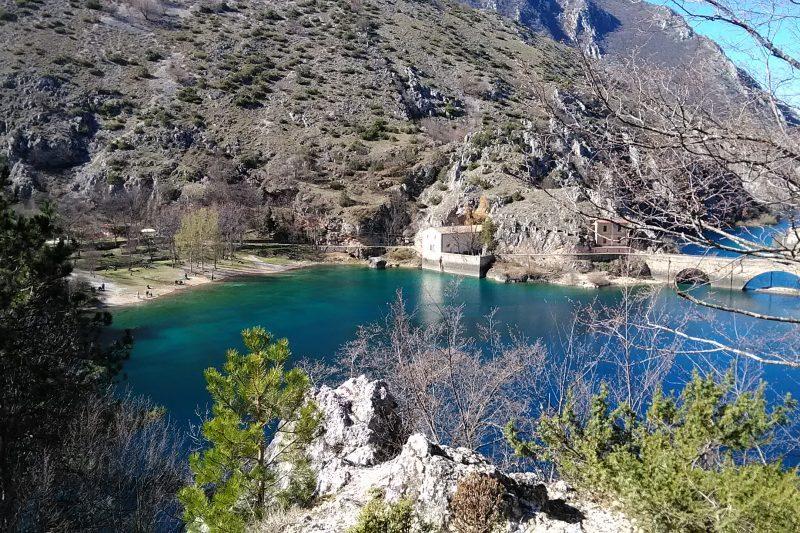 L'eremo e il lago di San Domenico a Villalago (AQ)